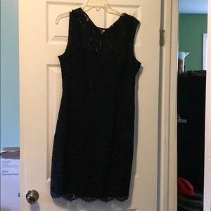 Eva Mendes (New York &co) lace black dress
